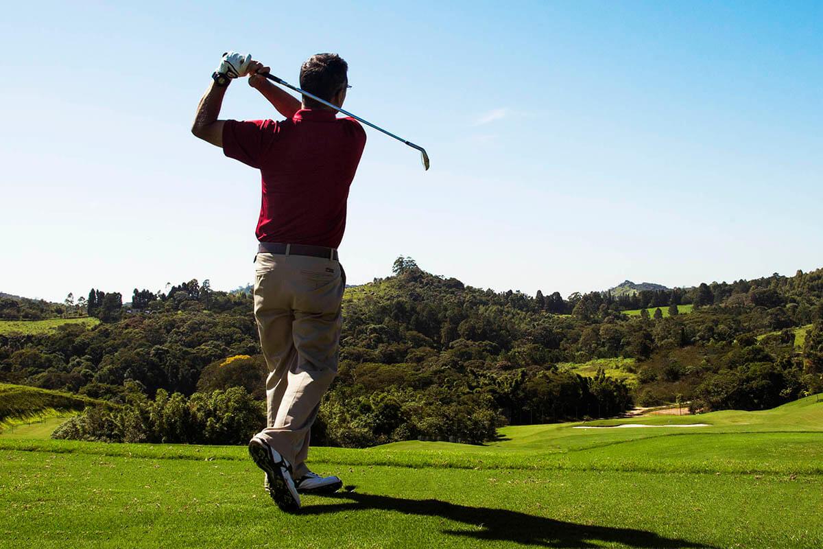 Condomínio fechado com campo de golfe sustentável