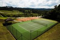 Condomínio com quadras de tênis